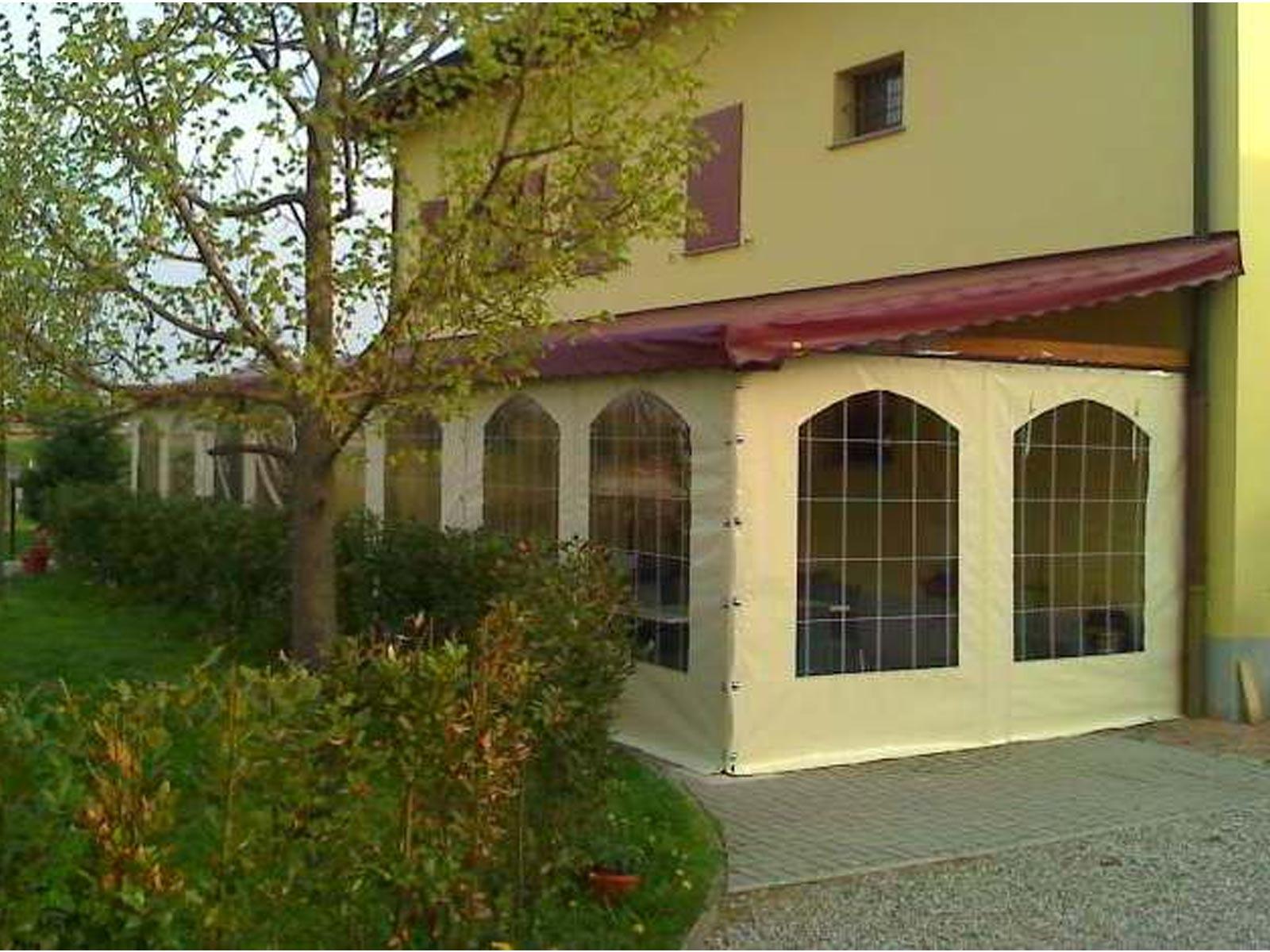 Chiusura di veranda con teli in pvc apribili a bergamo e for Teli pvc per laghetti